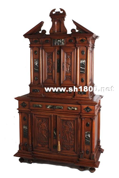 哥特式家具形态主要是由从底面升起的细柱构成,既能在结构上有助于