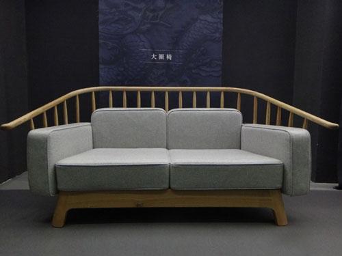 """沙发等白木家具品牌如""""曲美"""""""