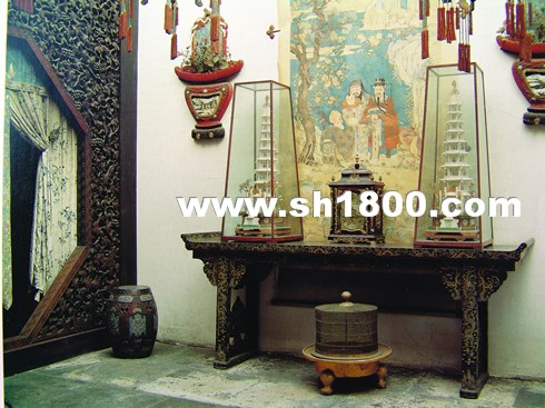 这种在建筑内部的文字装饰手法是中国皇宫特有的陈设格式,与欧洲皇宫图片