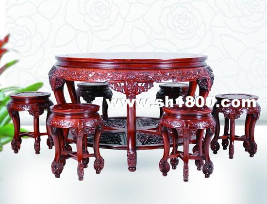 各色红木雕刻工艺品的瑰丽