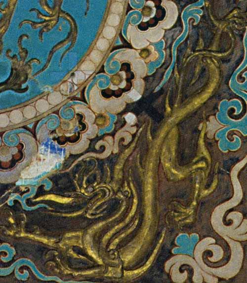 例如从敦煌唐代的壁画中出现有大量云纹和花纹的图案(图7和图8),与图片